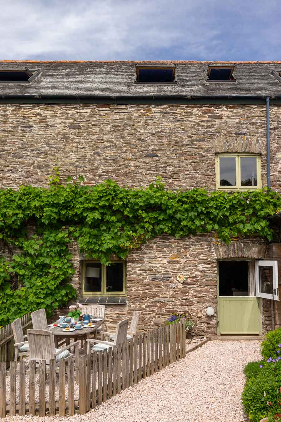 The Stalls is a 6-bed holiday cottage set in spectacular South Hams scenery, with everything you'll need for your stay.