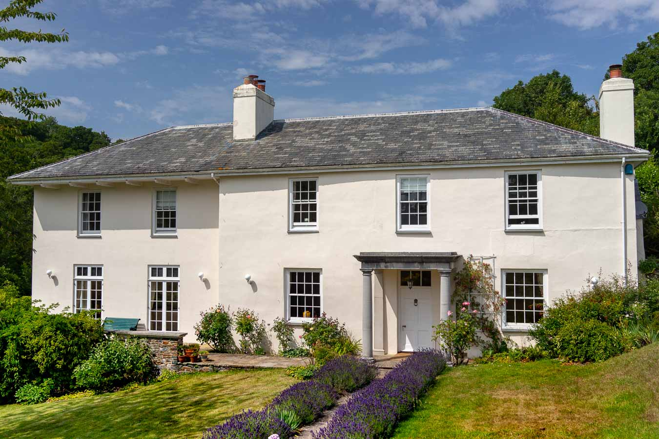 Flear House is a Devon holiday home with private pool that sleeps 10 people.