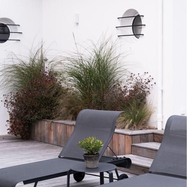 /Projet LE PATIO⠀⠀⠀⠀⠀⠀⠀⠀⠀ .⠀⠀⠀⠀⠀⠀⠀⠀⠀ « une terrasse réussie c'est une pièce en plus ». on adore dessiner les petits détails des espaces extérieurs, les penser comme une pièce à part entière.⠀⠀⠀⠀⠀⠀⠀⠀⠀ .⠀⠀⠀⠀⠀⠀⠀⠀⠀ ici de grande marches qui servent d'assises en demi saison, quand le mobilier n'est pas encore sorti , et une jardinière pour végétalisme l'angle très minéral de la cour.⠀⠀⠀⠀⠀⠀⠀⠀⠀ .⠀⠀⠀⠀⠀⠀⠀⠀⠀ projet by #terredebrume⠀⠀⠀⠀⠀⠀⠀⠀⠀ photo by #cedriccorroy