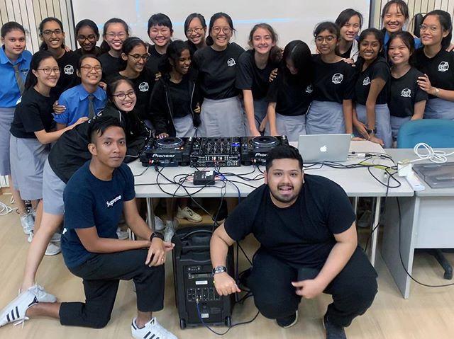 My 3rd year running the @ministryofdjssg DJ program in @cedargirlssecondary @wethecedarcrew 😁 Another successful one this year! Hope to be back again soon.  #Effen #MusicProducer #DJ #Effen2019 #Singapore #Malaysia #RESIDNT #IamLiveXperience #MODJs #Clublife #Nightlife #Music #Progressive #Trance #EDM #UniversalMusic #UniversalMusicMY #UniversalMusicSG #TranceFamily #FSOE #FSOEClandestine #AvaRecordings #BlackHoleRecordings #PureTrance