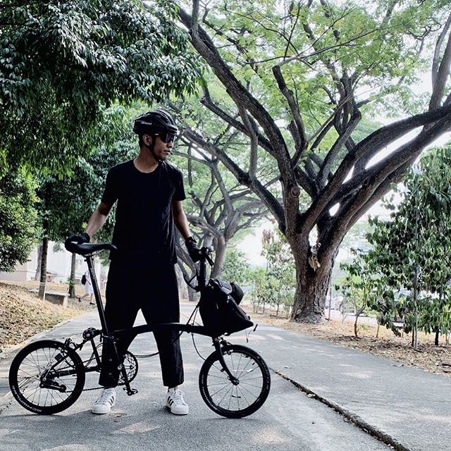Even in the other things that I do, I tend to gravitate towards black. I guess it's a DJ/Producer thing? 🤔 #Effen2019 #3SixtyM3 #FoldingBike #RideLife #Specialized #MadeInTampines