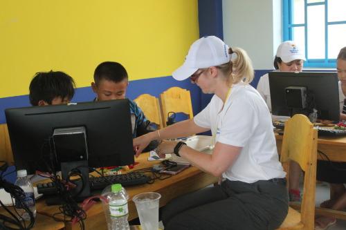 Cate Prescott works with her team of local children in the LEGO robotics workshop at Tien Ngoc primary school. (Photo: Dan Q. Dao)