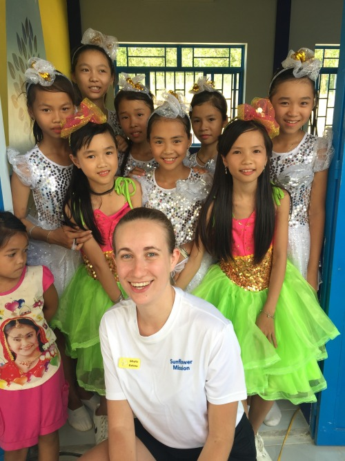 Sibylle Katona with the performers at the Tien Ngoc primary school completion ceremony. (Photo: Sibylle Katona)