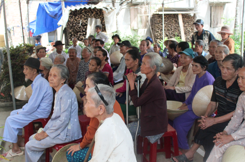 Elderly folks queue up for a visit to the Sunflower Mission medical clinic (Photo: Dan Q. Dao)