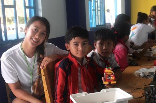 Olivia and her robotics students (Photo: Dan Q. Dao)