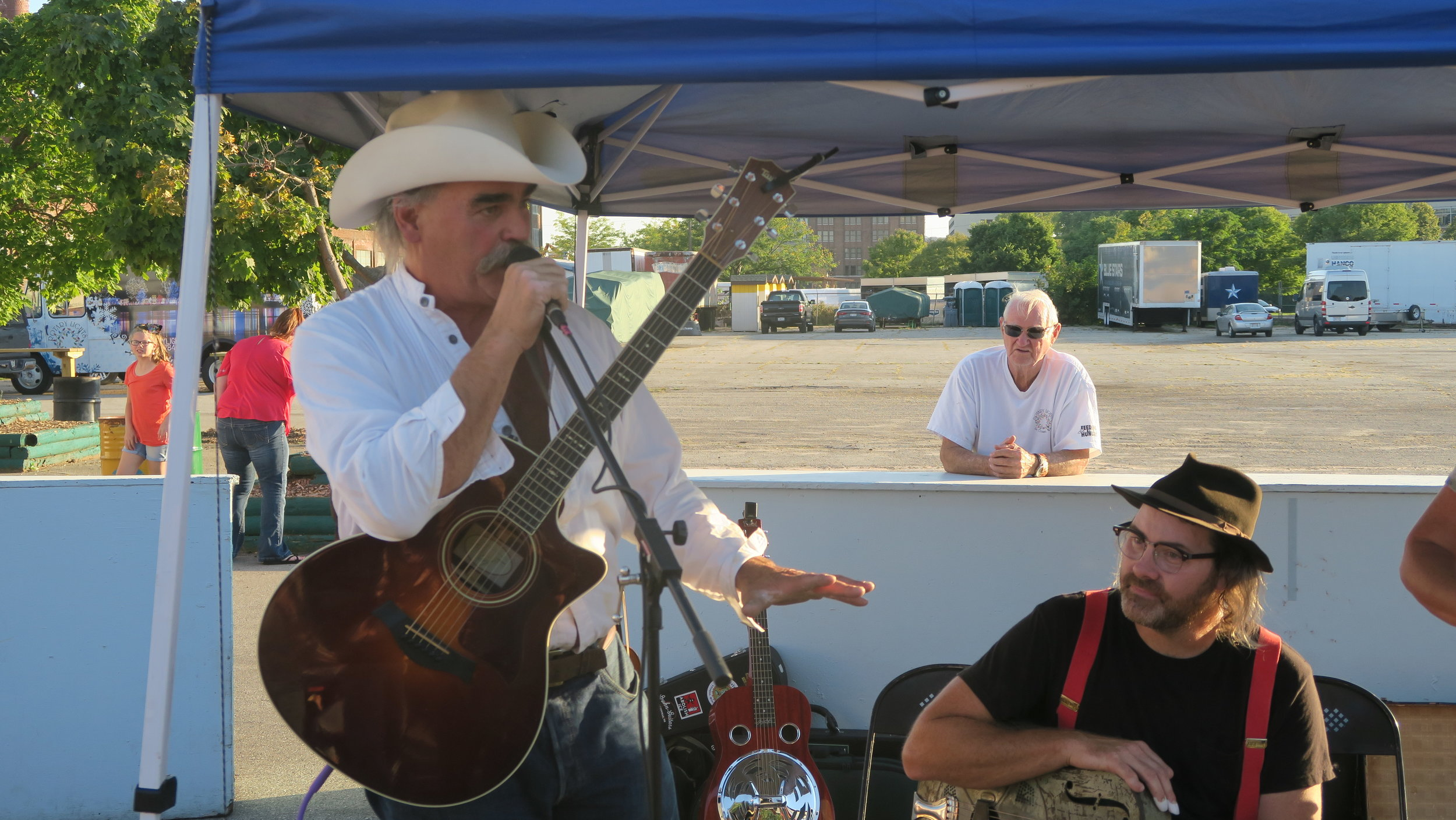 Marty Raney left and Lou Shields take time for a jam session. Photo by Natalie Munio