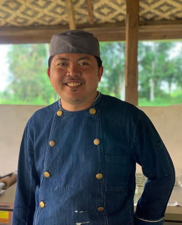 Meet our Chef! An Okinawa native, Yasuhiro Higa is trained in French cuisine & is an expert in macrobiotic cooking & food-as-medicine. For the past several years, he has traveled extensively around Japan to work with local food producers & restaurants to maximise the potential of unique, locally grown produce & revitalise struggling businesses & economies. This is his first overseas project. Bali reminds him a lot of his childhood growing up in rural Okinawa. He is currently working with cancer doctors to develop food that nourishes life.⠀ ⠀ ⠀ ⠀ ⠀ ⠀ ⠀ #manaubud #earthlyparadise #earthcompany #ecotourism #sustainabletravel #responsibletravel #travelgood #ecovilla #ecolodge #ecoretreat #environment #sustainability #ubud #bali #japan #eat #ubudhood #probiotic #organic #farmtotable #foodasmedicine #chef