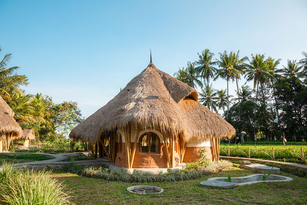 earth-bag buildings - Mana Earthy Paradise features 6 earth bag buildings that are the epitome of eco-architecture. They are durable, ecological and have slow heat transfer.
