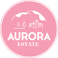 Euroopan paras uusi boutique hotelli 2018    Aurora Estate  tarjoaa monipuolisesti palveluita ajatuksena, että vieraidemme ei tarvitse lähteä hakemaan palveluita muualta.  Tilalla on Boutique hotelli, jossa on 7 uniikkia huonetta, 50 paikkainen ravintola, tunnelmallinen Jussanpirtti, jossa onnistuu saunominen, yksityistilaisuudet, kokoukset yms. Pihapiirissämme on myös savusauna ja Jacuzzi. Meiltä onnistuu myös Privat Chef palvelut mökillesi!