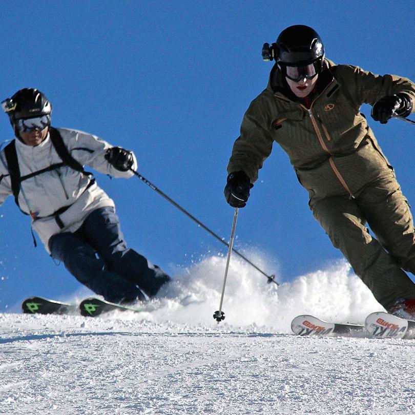 twin-skiers.jpg