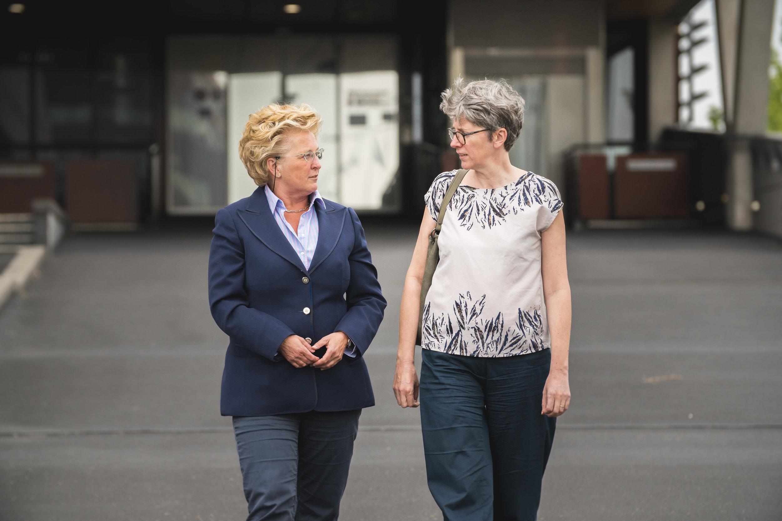 Tiny Maenhout (subsidieadviseur Gemeente Middelburg) en Eveline Huyghe (Europese samenwerkingsfunctionaris West-Vlaamse Intercommuncale)