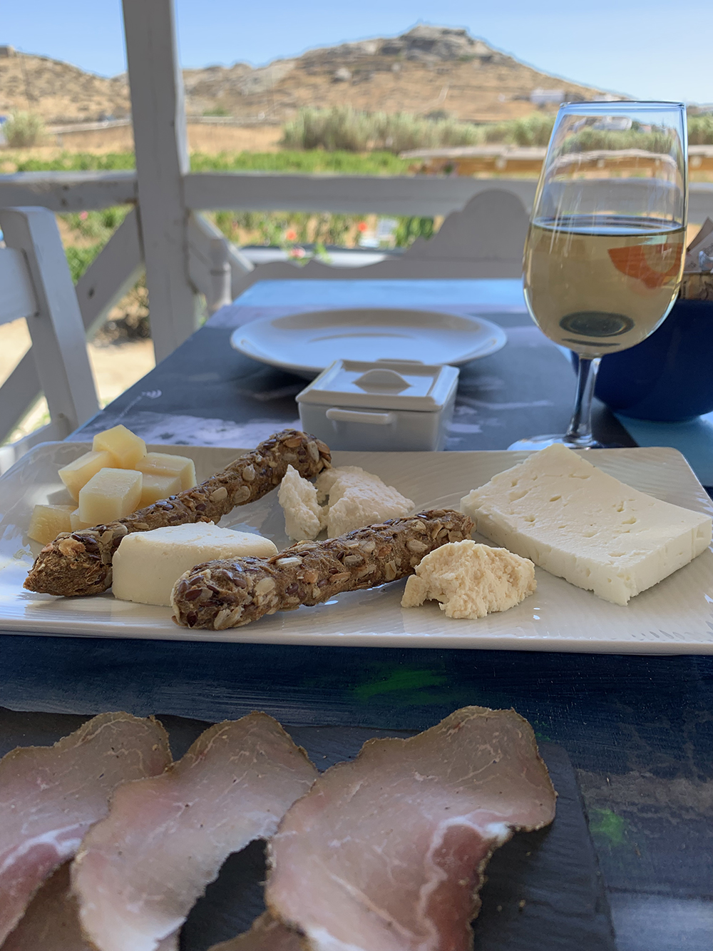Lunch with a view of the Mykonian countryside