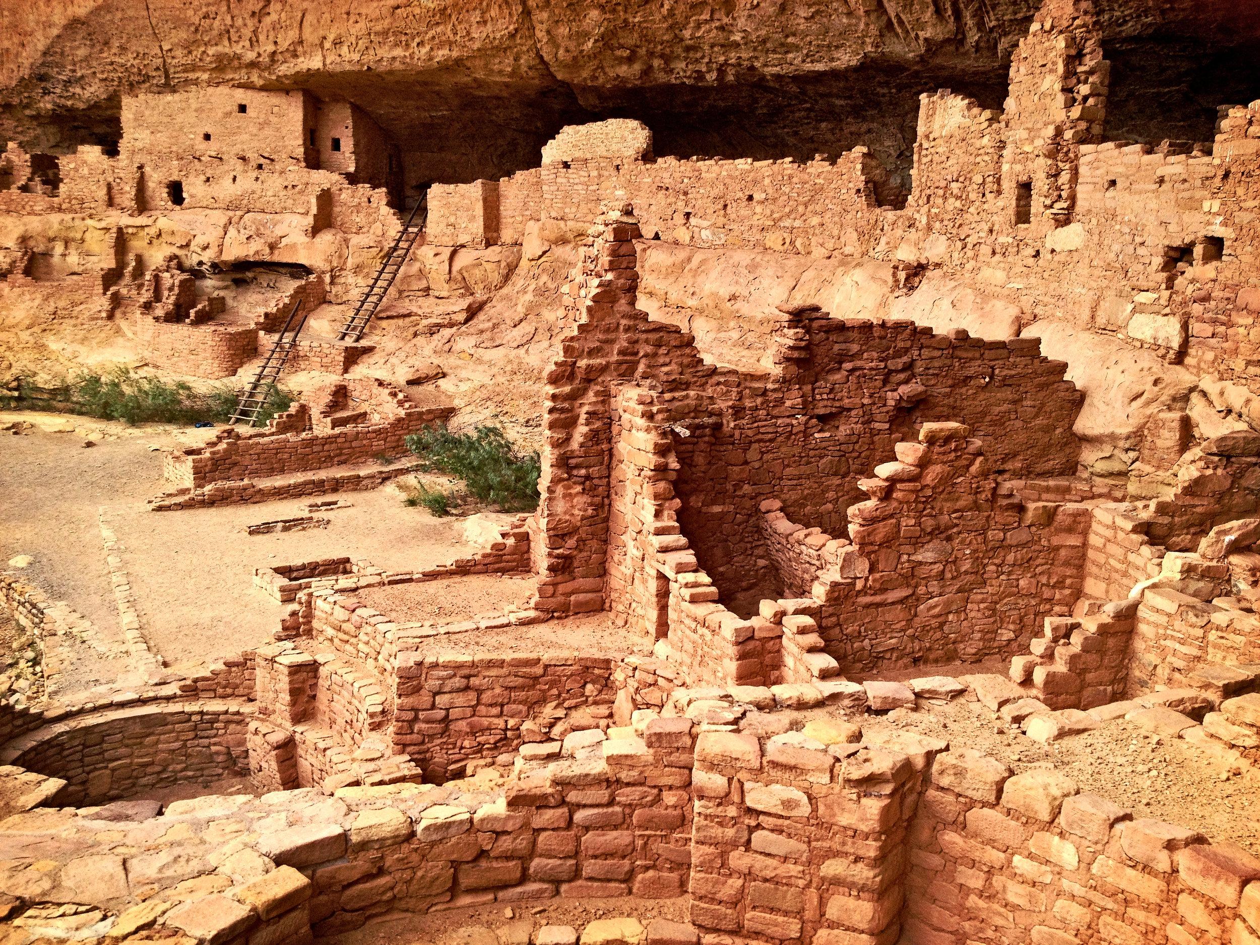 Mesa Verde - En este parque nacional visitaremos las ruinas del pueblo Anasasi en los acantilados de un cañon.