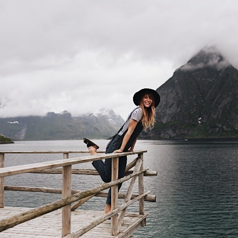 Greetings from the Lofoten. ♡ weather is perfect and the Rallye shows us incredible corners of this magical place. Happy to have some pieces from @madekind_shop on board. Biggest fan of her jumpsuits out of the @mogliofficial collection ♡ @miasophieforsch ♥️♥️♥️ 📷 by @dennisvogtfilm