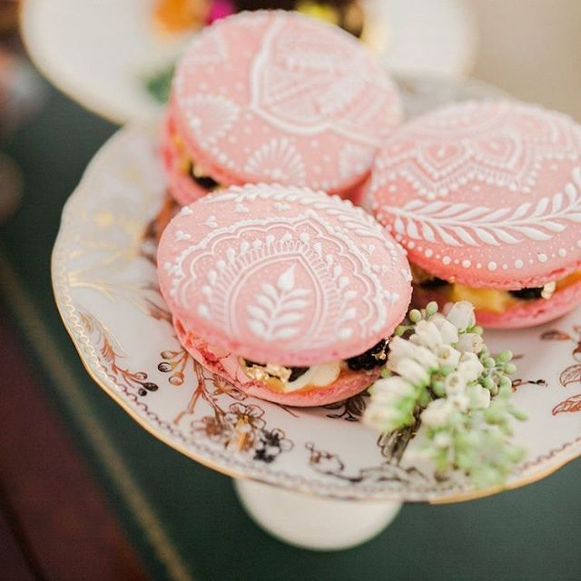 Food as design. Colorful macarons with henna art is just the type of detailing that will wow! and delight your guests. Not to mention...YUM! Add a few on a cake stand at every table for an abundant welcome for your guests. / Photo: Yasmin Roohi /Desserts: Just Bake Cause/ Henna Art: Toral Suthar