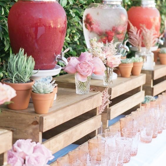 Flavored fruit water served in decorative glass for a beautiful and refreshing welcome! Photo via @weddingtopia