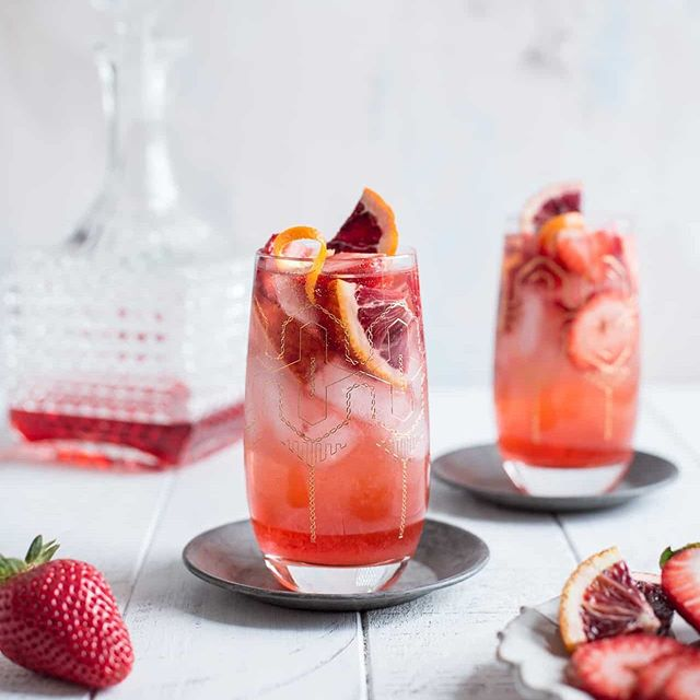 The Strawberry Campari Gin Spritz is a great summer cocktail recipe for your next gathering or event - deliciousness and rich color all in one! Recipe and photo: by Jennie @onesweetmess  https://www.onesweetmess.com/2018/05/10/strawberry-campari-gin-spritz/
