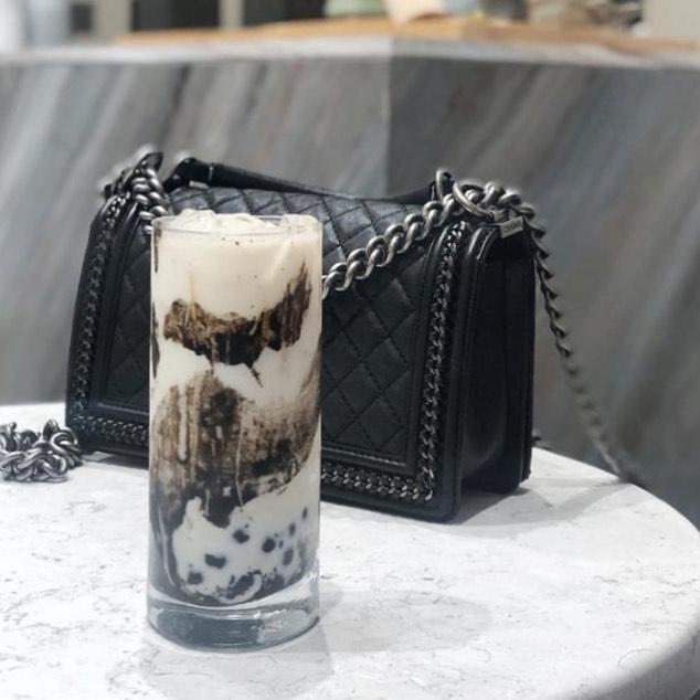 Loving this beauTEAful drink from the new menu Dark Series: Ink Wash 🖤 📸: @keyan_li0903