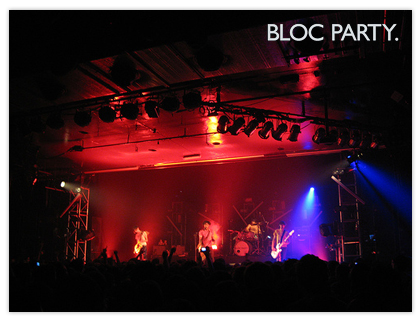 Bloc Party en el escenario de La Riviera