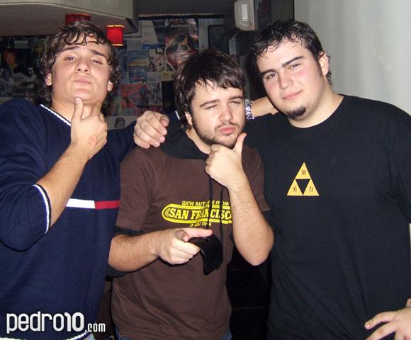 Rubén, Pedro y Alejandro. Sabor, sabor... Chocolate y pasióoon... La fiesta acababa de empezar y la gilipollez ya flotaba en el ambiente.