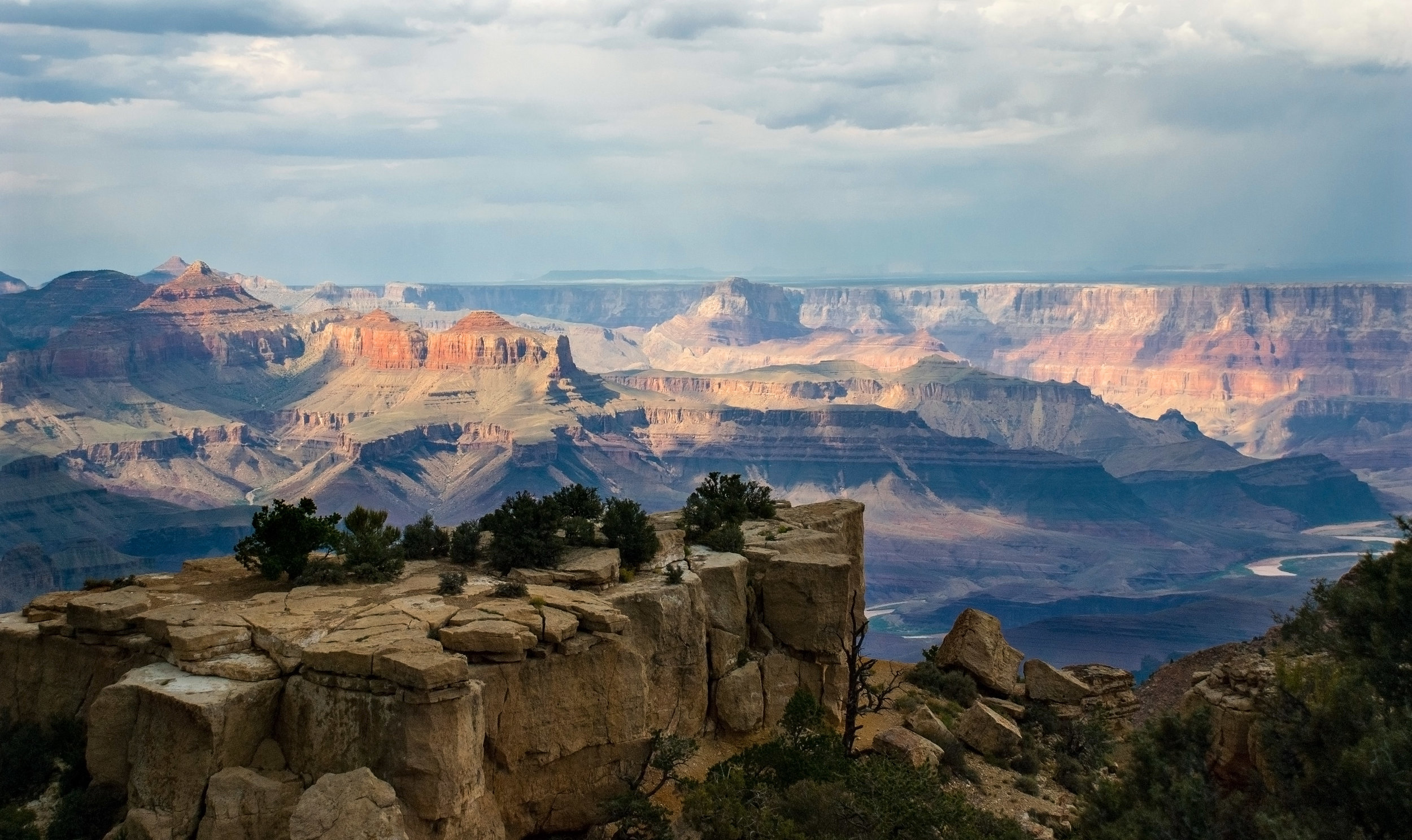 Grand Canyon Tour - Complete your trip with our amazing discount on tours to the breathtaking Grand Canyon and Four Corners with our luxury partner, Grand Canyon All Star Tours.