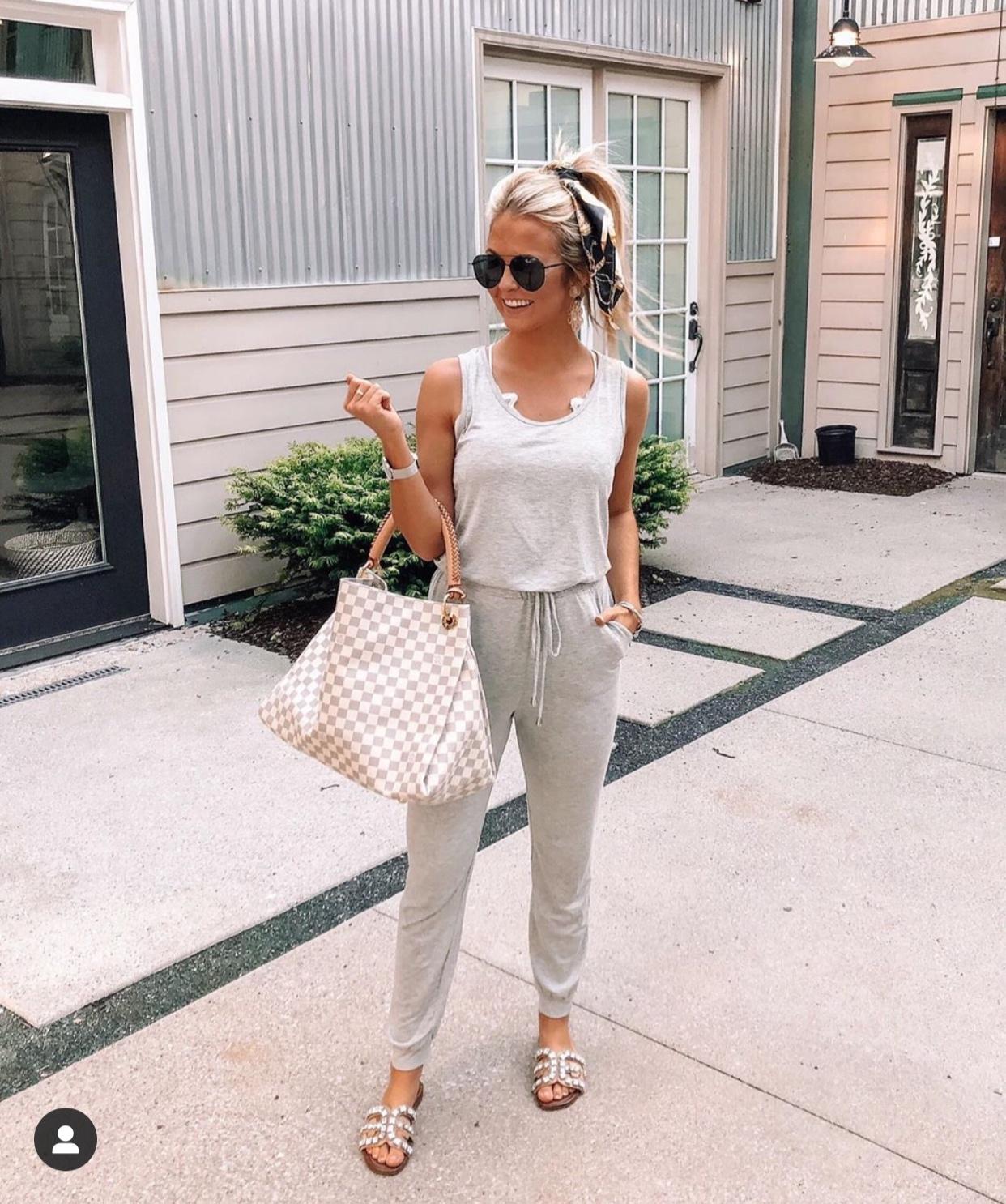 Blogger, Shea Leigh Mills