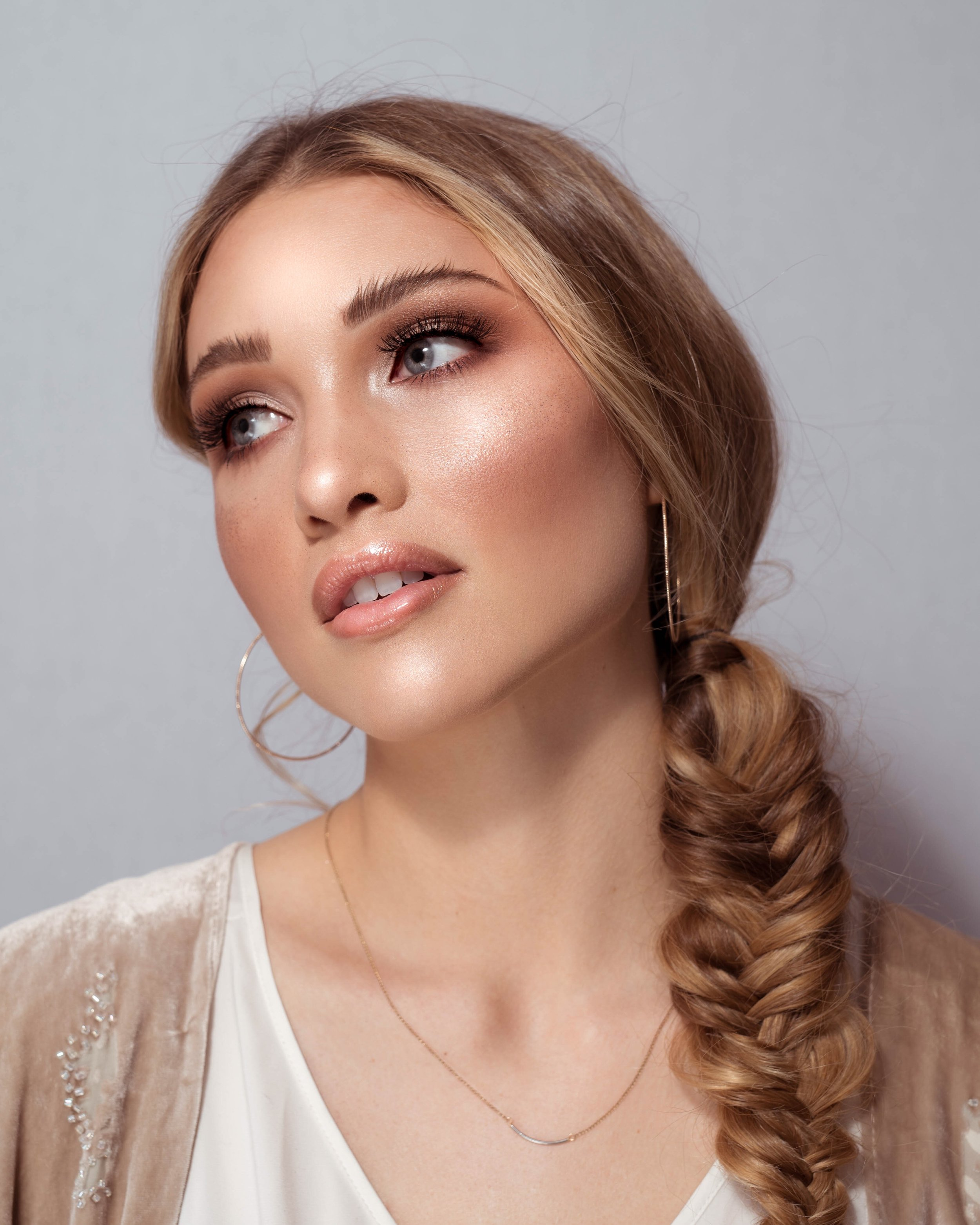 "Jillian Ruby MUA - ""I am a Utah based makeup artist. I have been doing makeup professionally for 7 years. I do all kinds of applications, but I do specialize in bridal makeup.There's nothing more rewarding than making someone look and feel absolutely perfect on their big day.""@jillianrubymua"