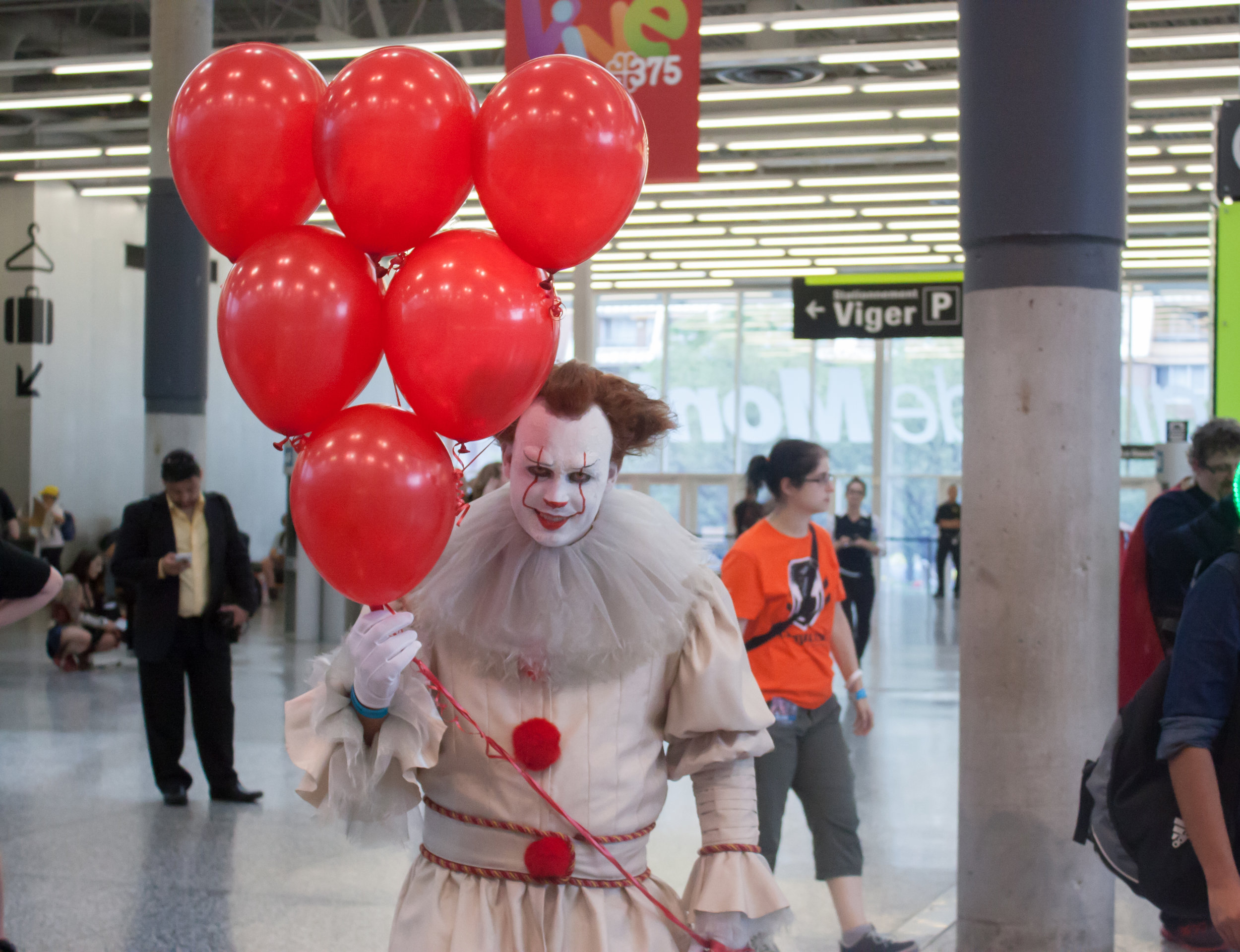 pennywise_cosplay_-_montreal_comiccon_2017.jpg