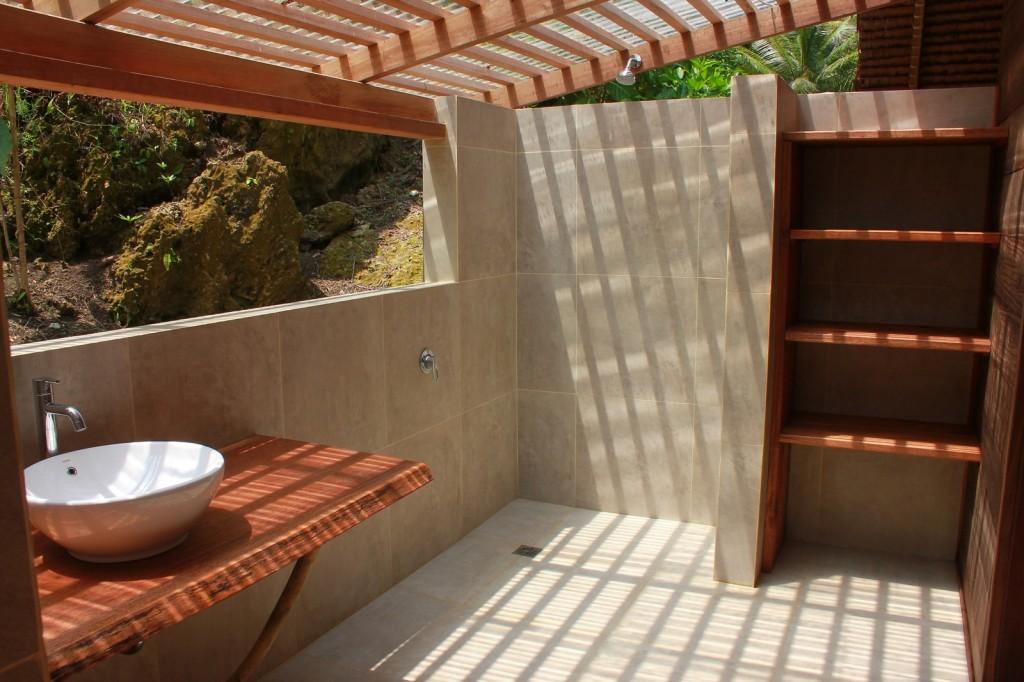 bathroom_mentawai_surf.jpg