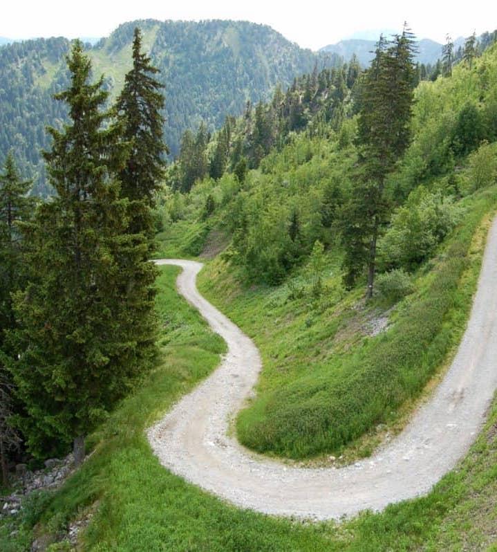 Les escapades à moins d'une heure - ∙A seulement 10 minutes de la ville Thermale de St-Gervais-les Bains, vous trouverez un bon nombre d'activités ainsi qu'un second domaine skiable rattaché à Megève. Avec notamment les départs pour de nombreuses randonnées dont l'ascension et le tour du Mont-Blanc.∙Les Contamines- Montjoie se situent à 30 minutes en voiture du village chic et branché de Megève∙Enfin à 45 minutes de la station et du domaine sportif international de Chamonix