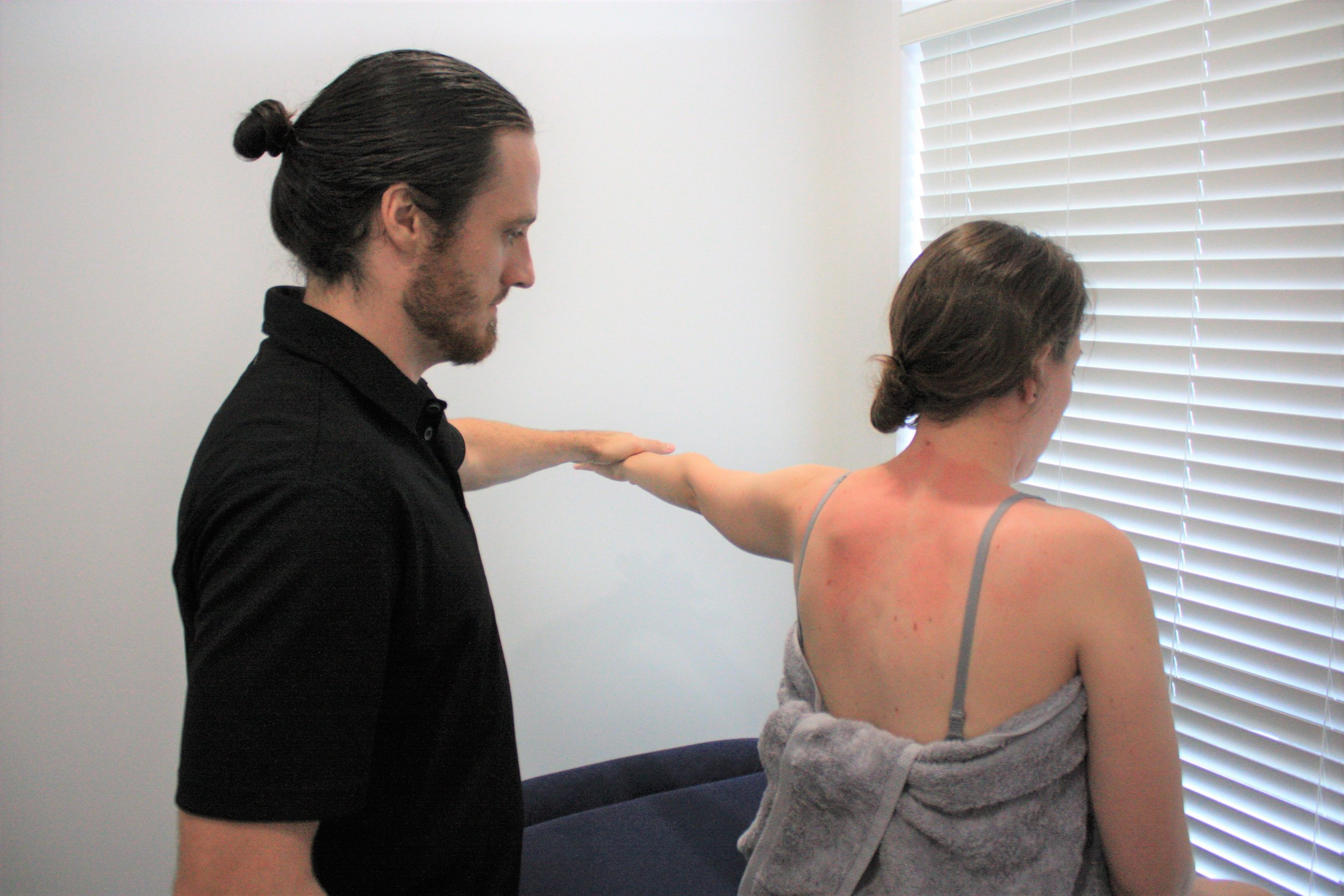 Shoulder pain diagnosis at our Gold Coast Acupuncture clinic