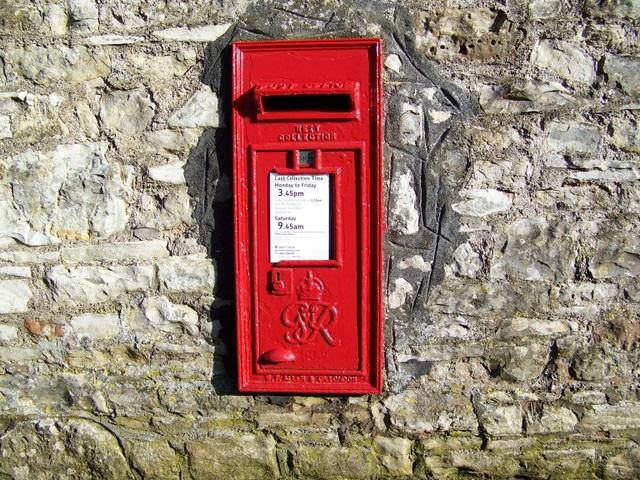 Postbox,_Stanton_Drew_-_geograph.org.uk_-_1670154.jpg