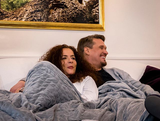 Most experiences get even better when shared! Qalm weighted blanket is big enough to share and still give that supercozy feeling of being hugged 🙌