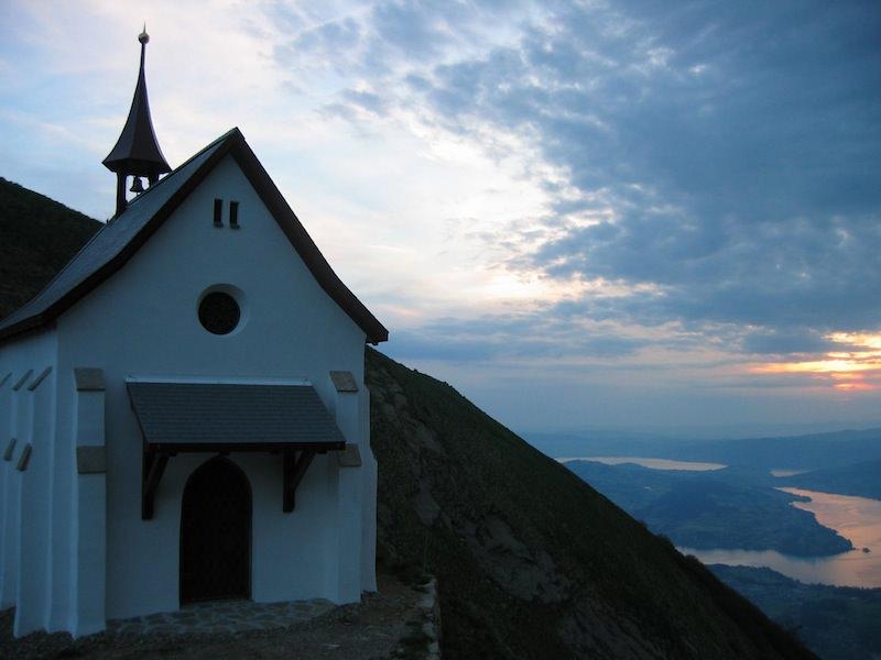 Korporation Hergiswil Sonnenaufgang Klimsenhorn Kapelle 20044.jpg
