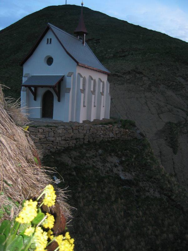 Korporation Hergiswil Sonnenaufgang Klimsenhorn Kapelle 200411.jpg