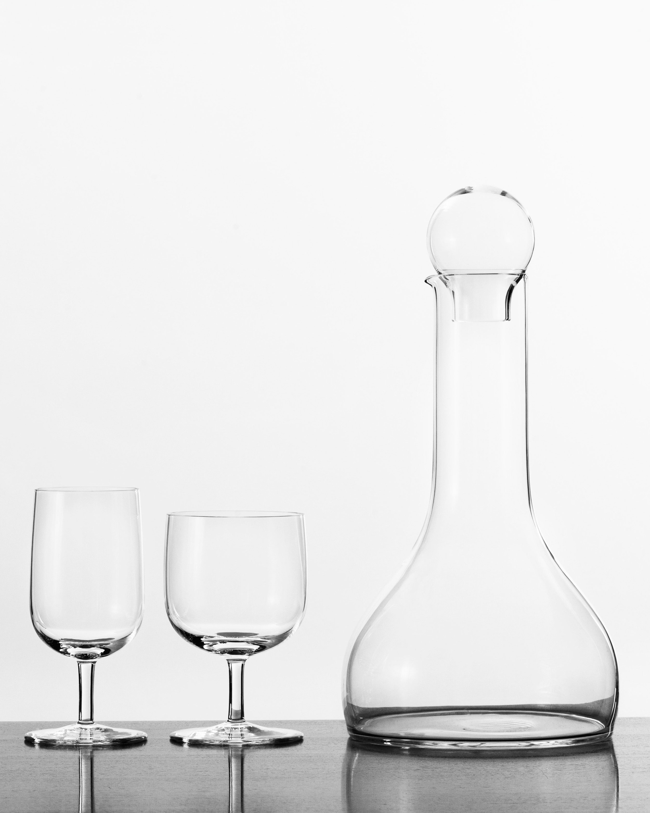 Winedecanter-and-white-and-red-wineglass-by-%C2%A9Tora-Urup.jpg