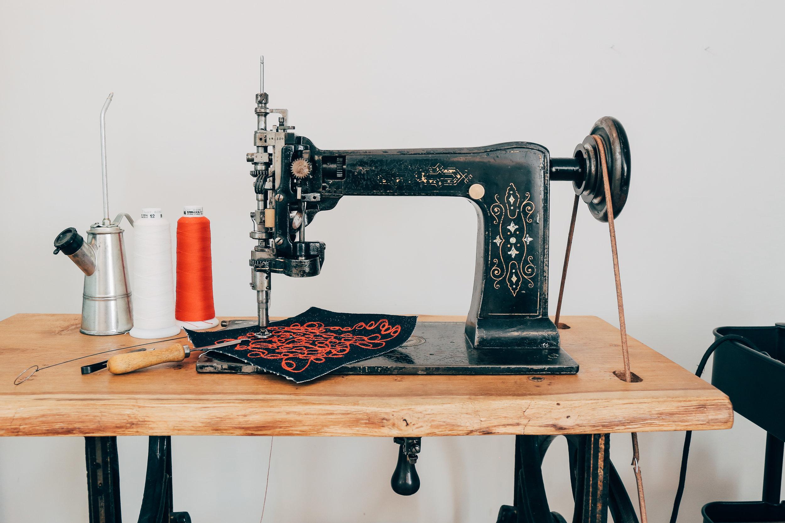 Lintz & Eckhardt 11 Cornely K vintage chainstitch embroidery machine 1