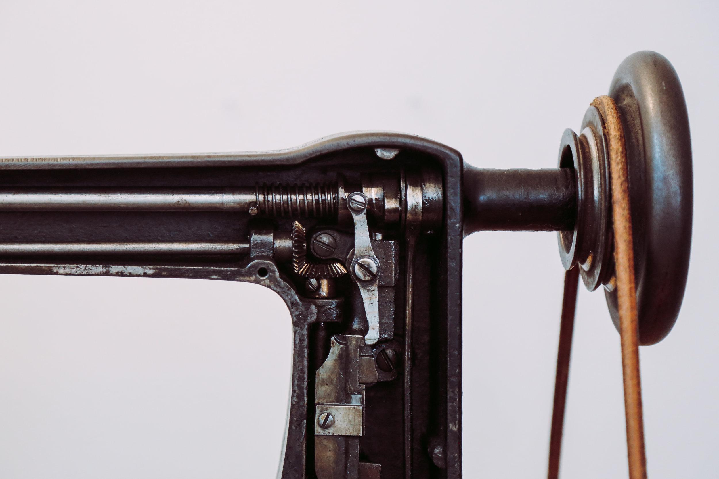 Cornely A Stop System Leather Belt Chainstitch Machine Saint Chains Singer114w103