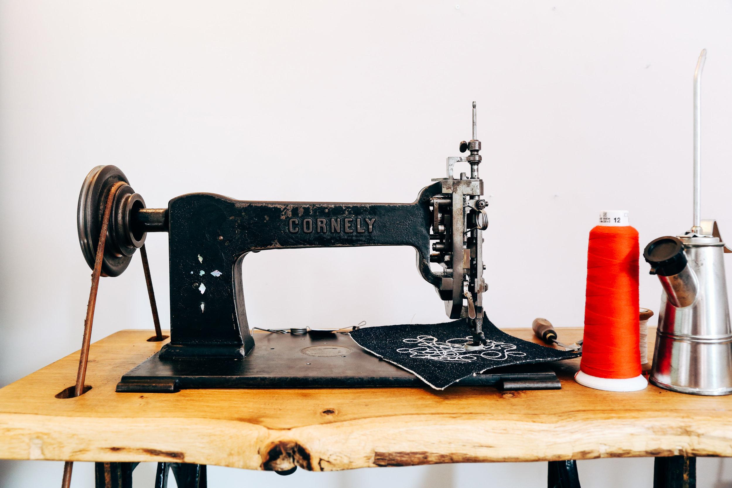 saintchains-chain-stitch-machine-cornely-a-handcrank-art-embroidery.jpg