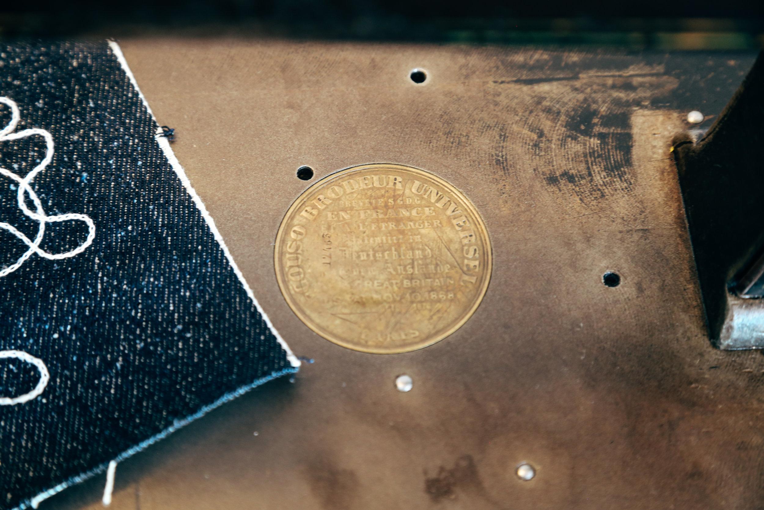 cornely-a-chainstitch-machine-emblem-gold-plate-closeup.jpg