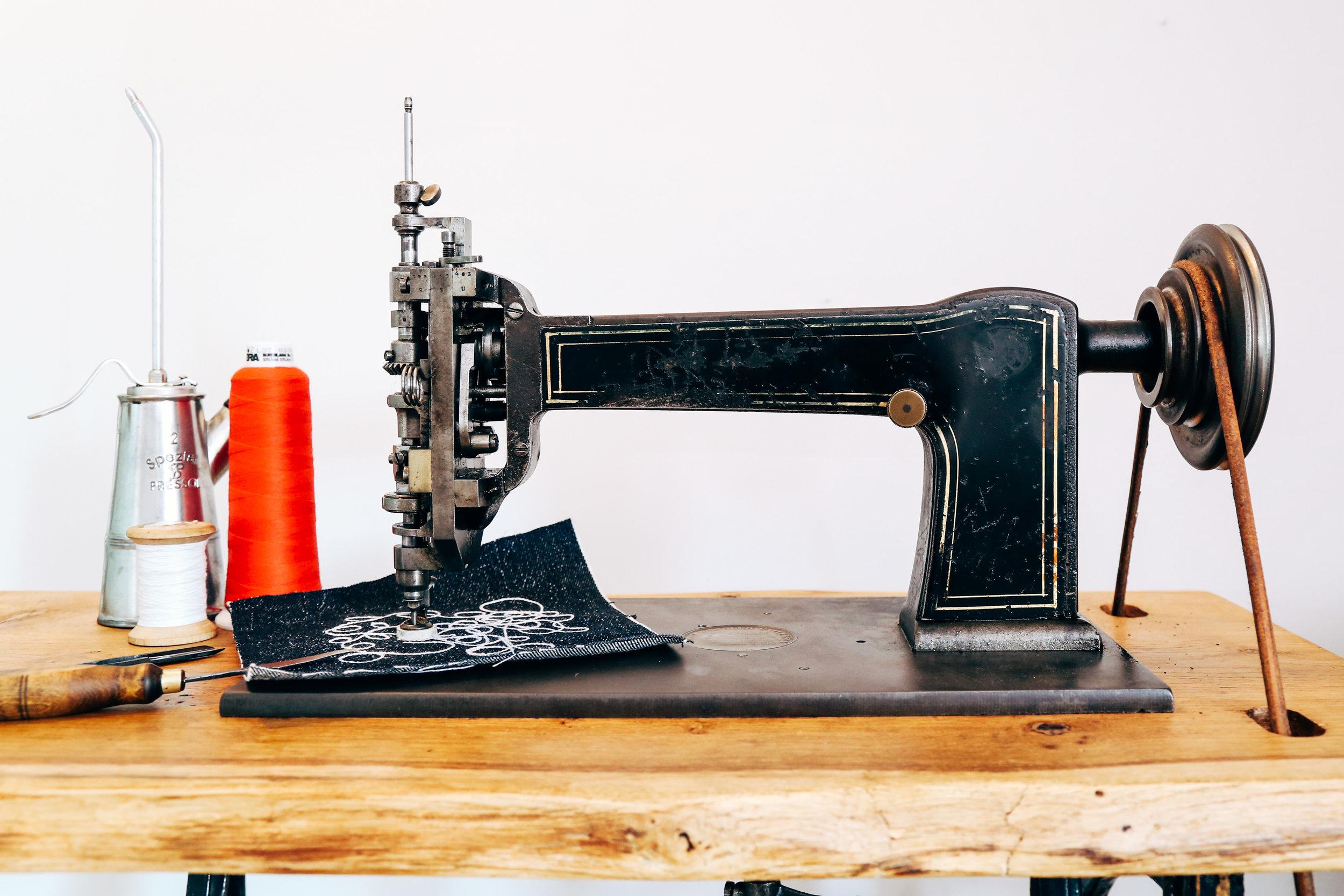 chainstitch-machine-cornely-a-embroidery-singer-114w103-saintchains.jpg