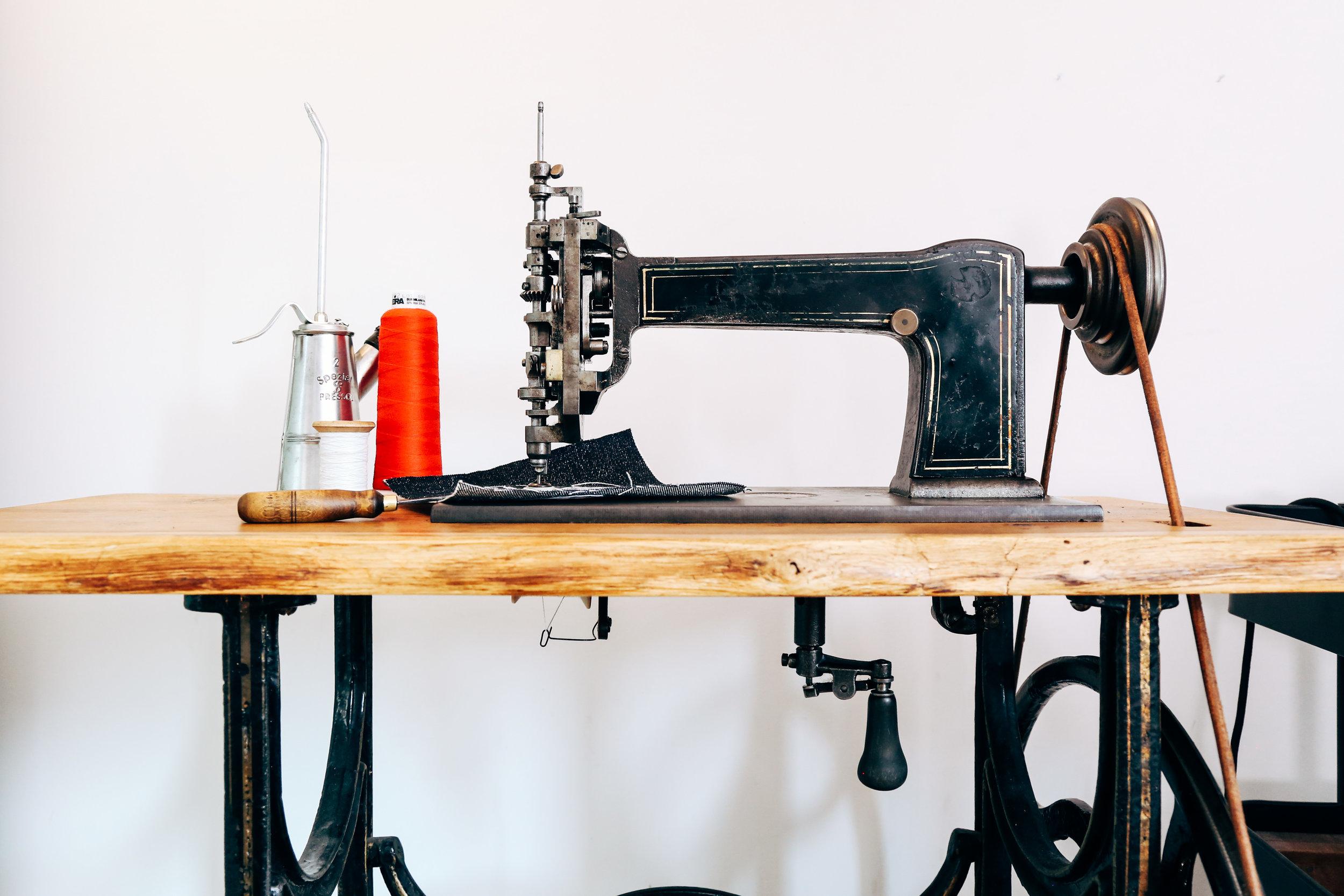 cornely-a-chainstitch-machine-chain-stitch-embroidery-saint-chains.jpg