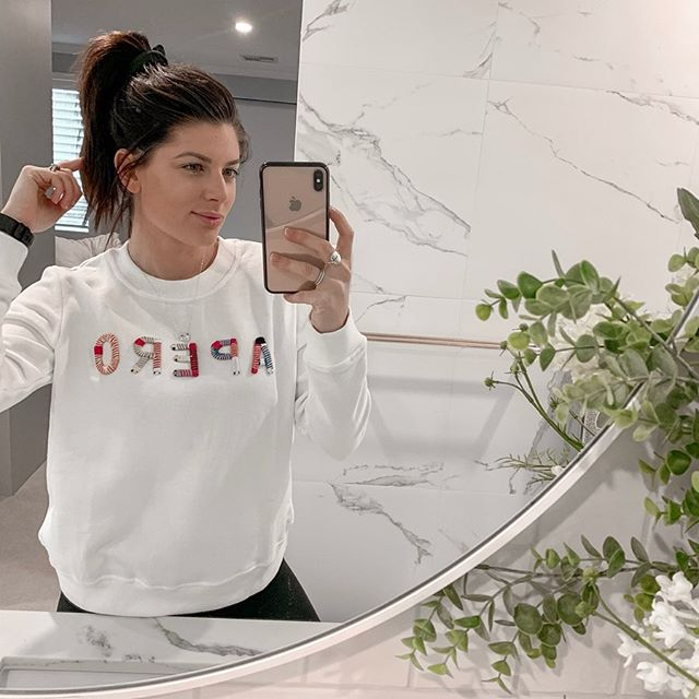 If you know me you'll know I'm either in white (FAV!), black or grey🤷🏽‍♀️ sometimes I get adventurous and add a pop of colour 🤣 Obsessed with this sweater from @frankie_and_co_ 🙌🏼❤️ White ✔️ POP of COLOUR ✔️ I love pieces that are versatile and can be worn with your activewear or can be paired with a pair of jeans or cute skirt and dressed up. What is your favourite item of winter clothing? Pop a COMMENT below 👇🏼Mine is definitley crew neck sweaters (guilty of hoarding them 🤪)