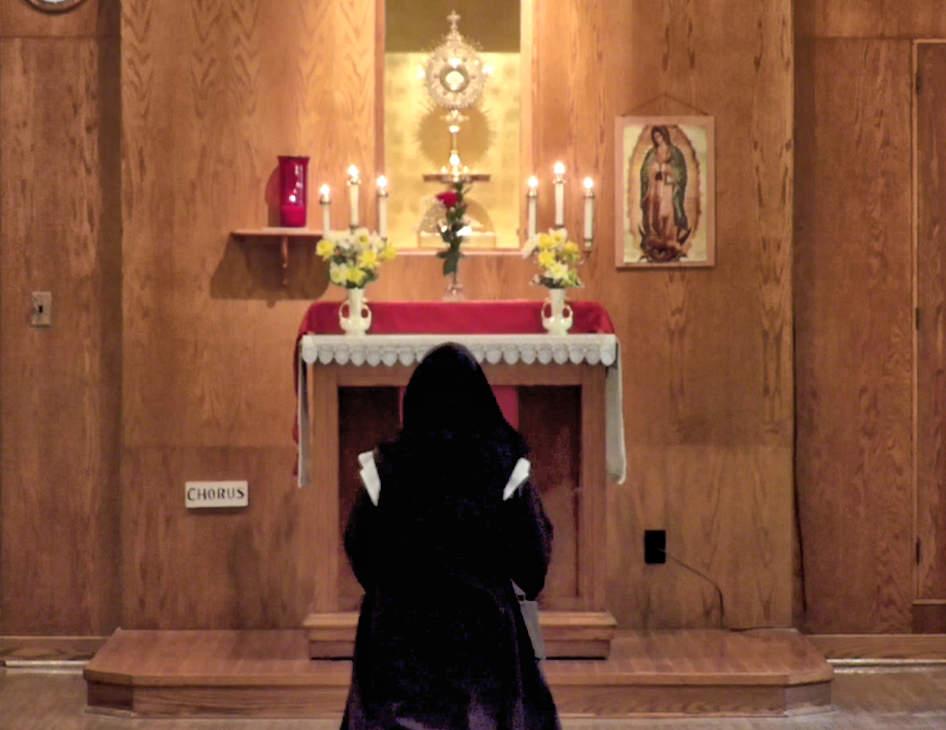 carmelite-nun-adoration.jpg