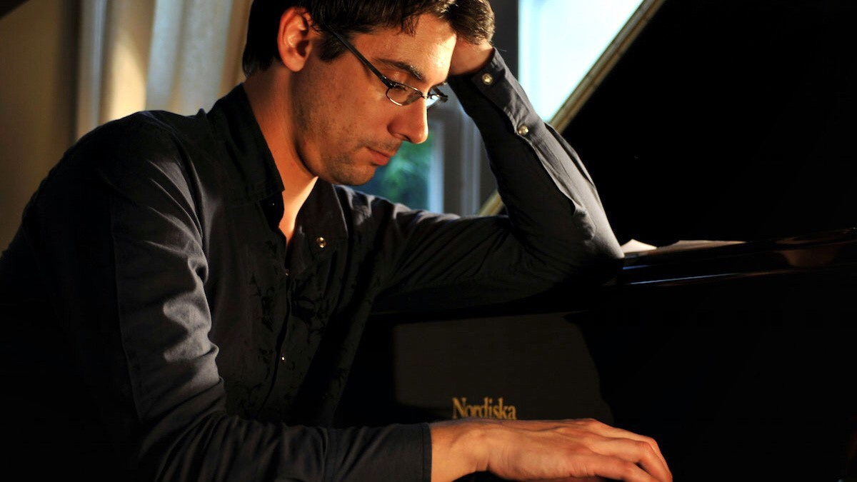 West Coast pianist Josh Nelson