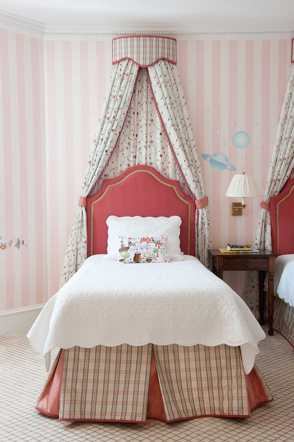 decorative_bed_tent_for_girls_room.jpg