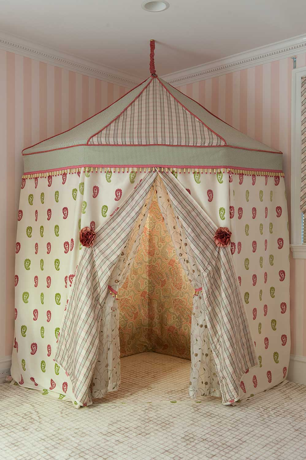 decorative_tent_for_girls_room.jpg