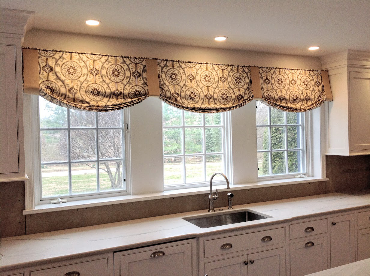 tapered_pleat_with_banner_valance.jpg