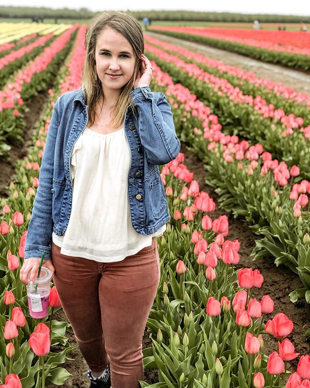 Soaking up this beautiful weather before it's supposed to start raining again this week 😭 hope your week is off to a great start! . . . #motivationmondays #sunnymorning #springoutfit #springlook #targetstyle #portlandnw #oregonlife #portlandlife #happymorning #aexme #tulipfield #exploregon #xoxolovelaura #moxiepresets #discoverunder5k #pnwlife #pdxblogger #portlandblogger #casualstyle #casuallyobsessed