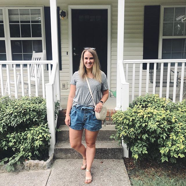 Summer in the South means humidity and frizzy hair, flying through a lightning storm, and sipping on huge cups of iced tea 🥵🌩🥤 in my summer uniform of paperbag shorts, a basic tee, and sandals. These v-necks are my favorite from @target and are a great price! I linked my top, sandals, sunglasses and similar purses in my @shopstyle profile- link in my bio! . . . . #xoxolovelaura #summerstyles #summeroutfit #outfitidea #summerstaple #capsulewardrobe #stylecollective #myshopstyle #shopstyle #hellosummer #summertimes #discoverunder5k #casuallook #casuallyobsessed #realoutfitgram #realstyle #paperbagshorts #basictee #nashvilletn #summerfeels #summertrends #summertravel